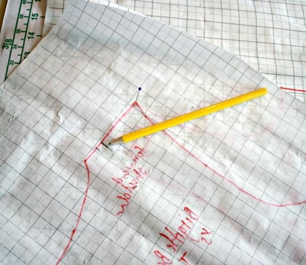 Draw the neckline on the back piece MariaDenmark.com